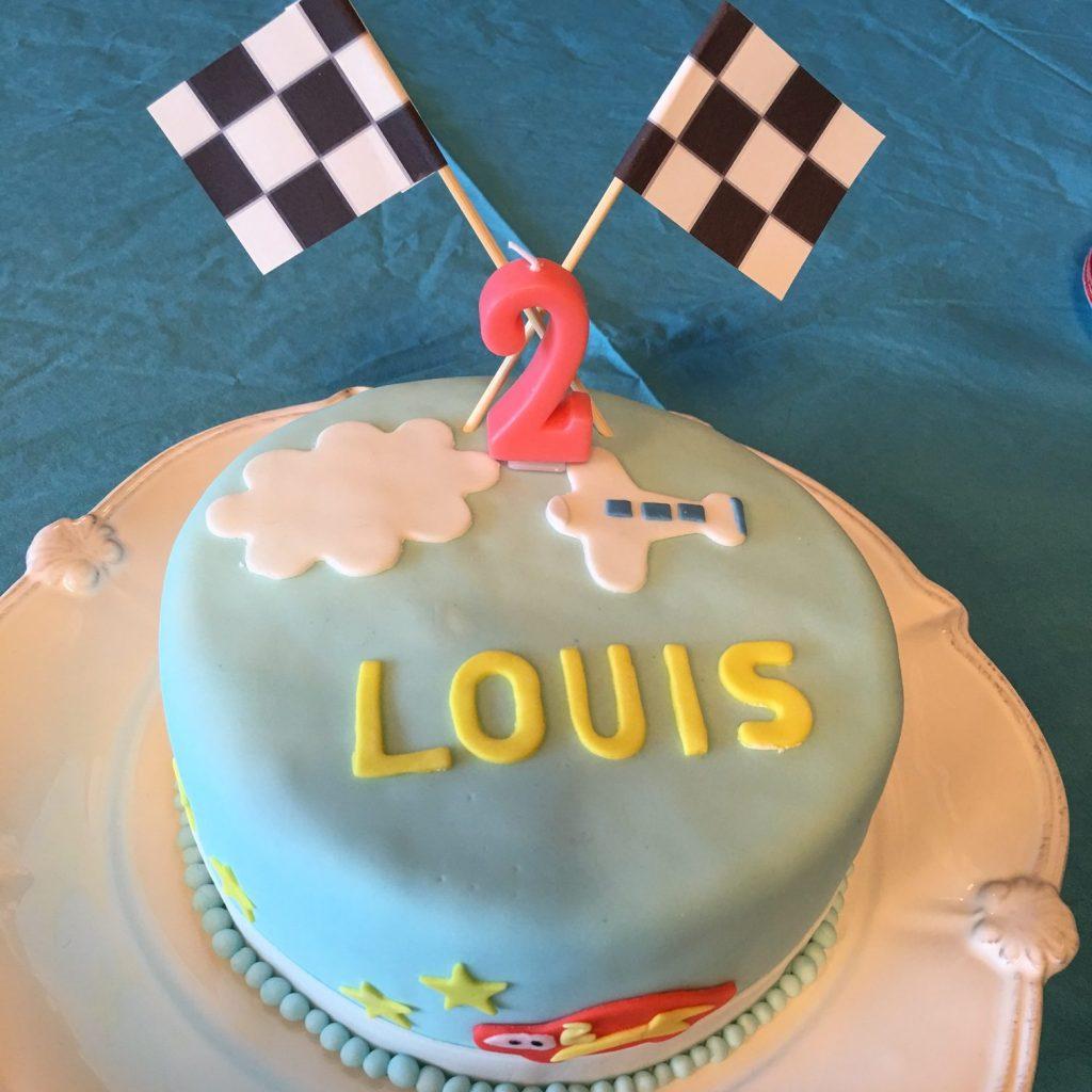 3025 ライトニングマックイーンお誕生日ケーキ