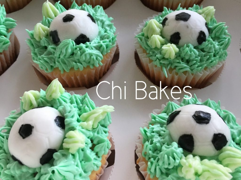 0025 サッカーボールとピッチのカップケーキ