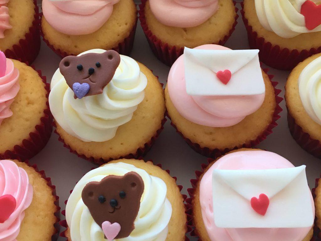 10005 バレンタインのカップケーキ アソート