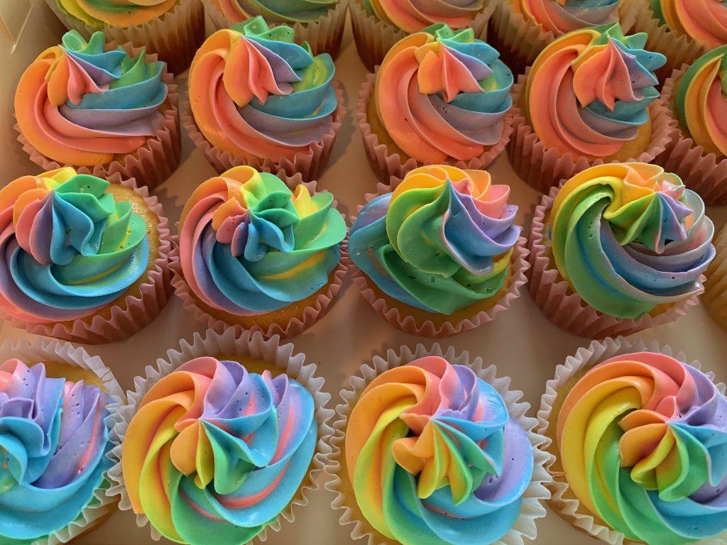 0033 レインボーカップケーキ