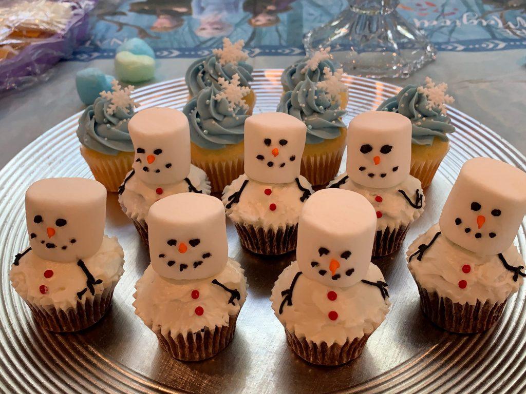 0034 スノーマンと、雪の結晶のカップケーキ